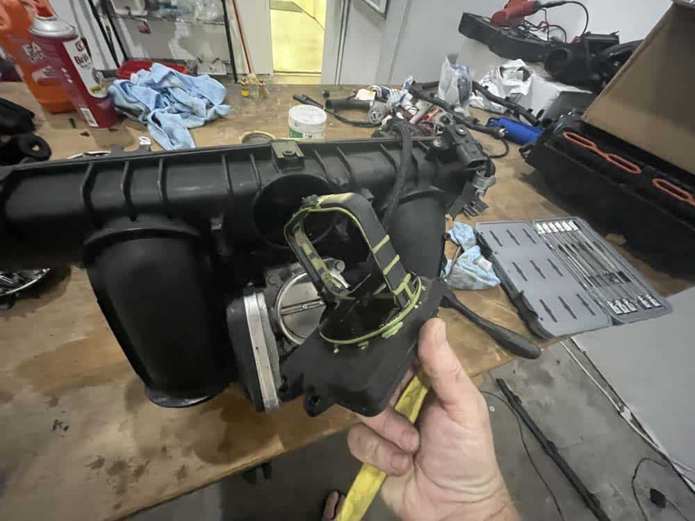 Remove the exterior DISA valve