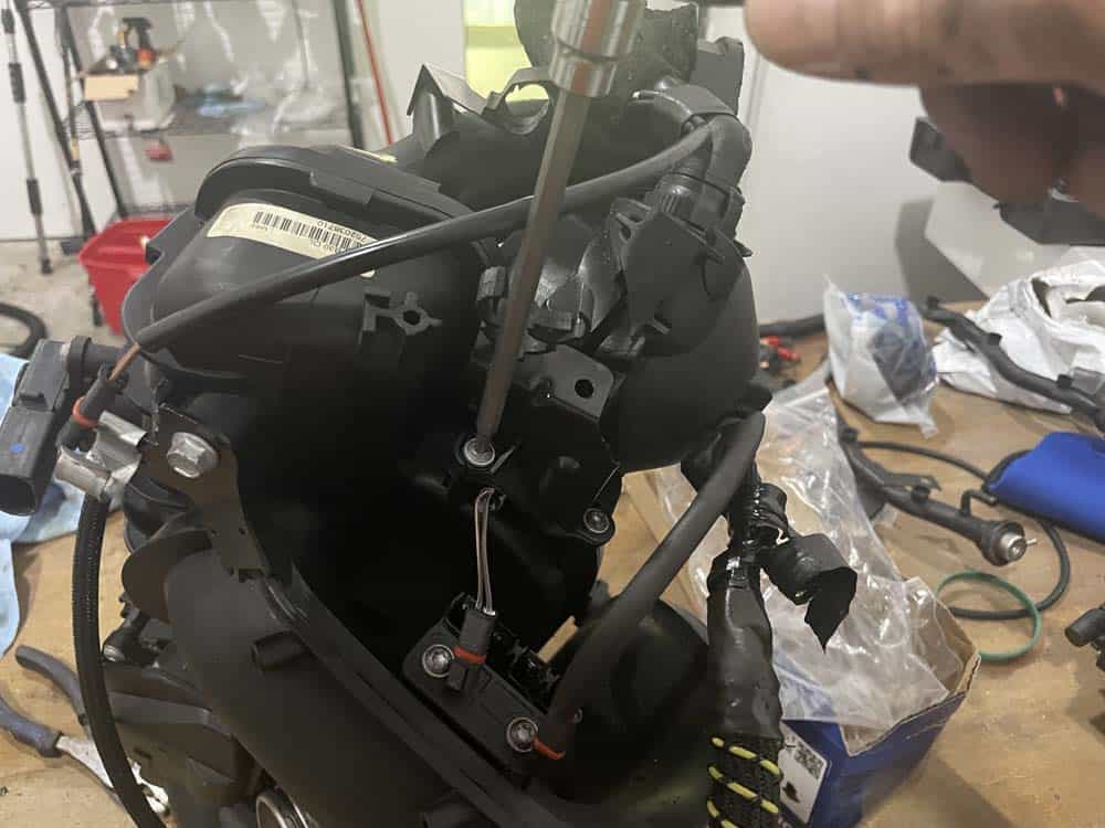 Remove the two screw anchoring the wiring harness bracket