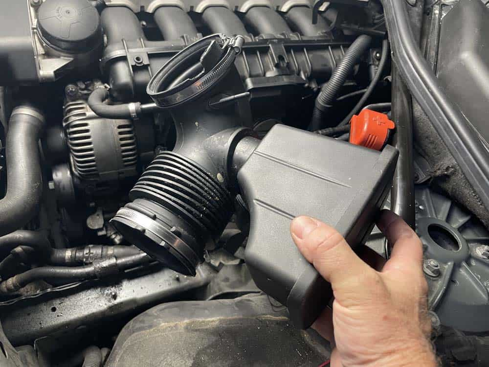 bmw e60 engine mount replacement - Remove the intake boot