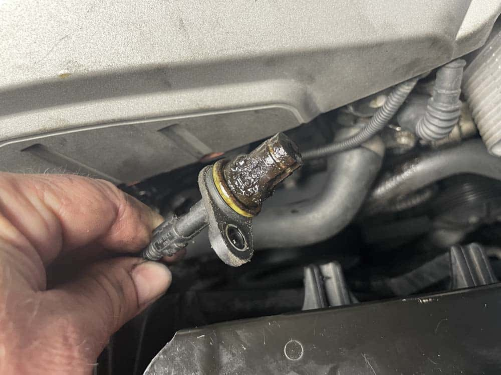 Remove the camshaft sensor from the cylinder head